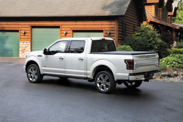 2017 ford f 150 returns is updated and the raptor is back. Black Bedroom Furniture Sets. Home Design Ideas